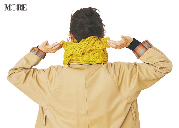 ケーブル編みマフラーの巻き方の後ろ姿