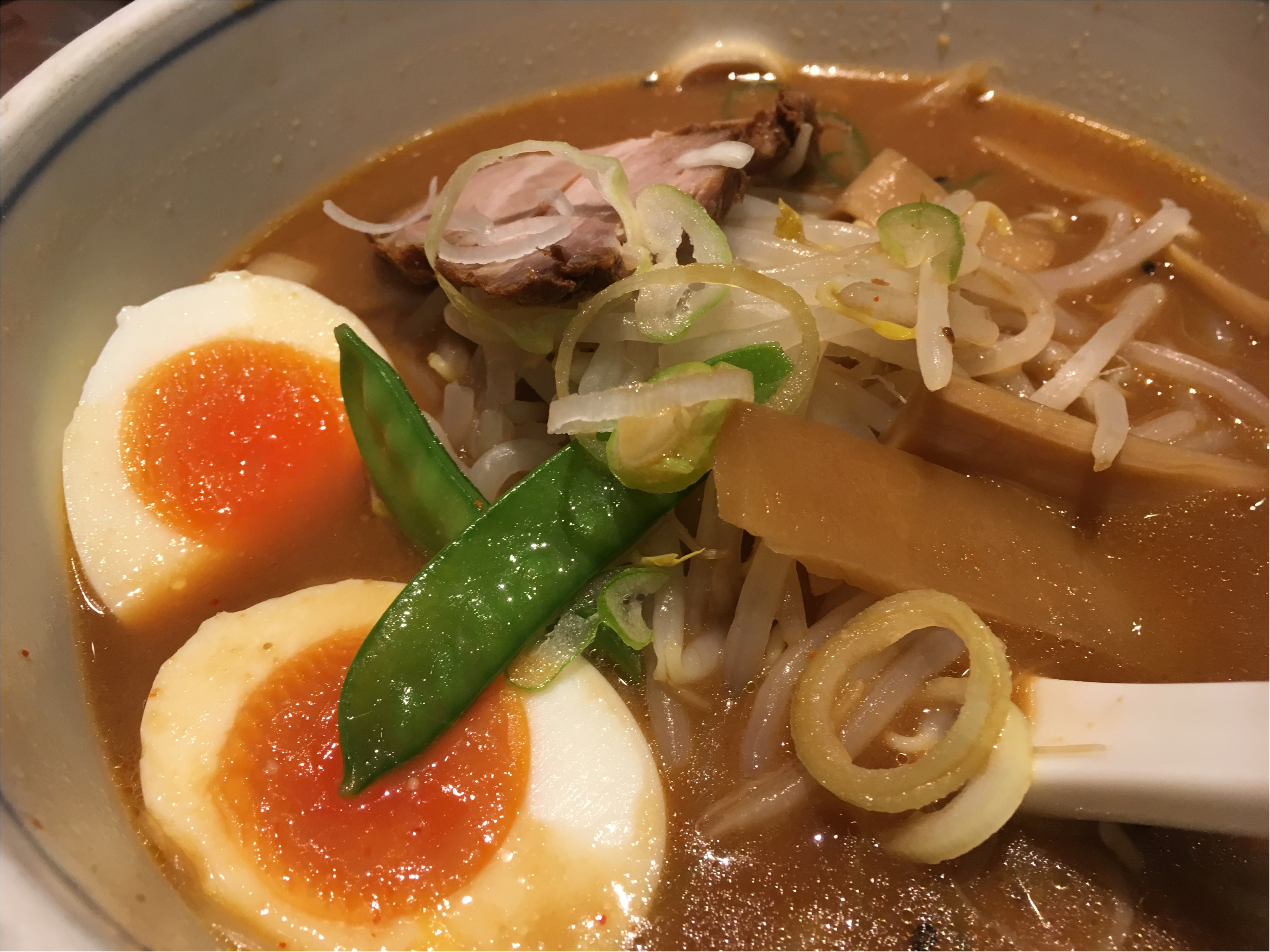 赤坂で食べたピリ辛ラーメン。_3