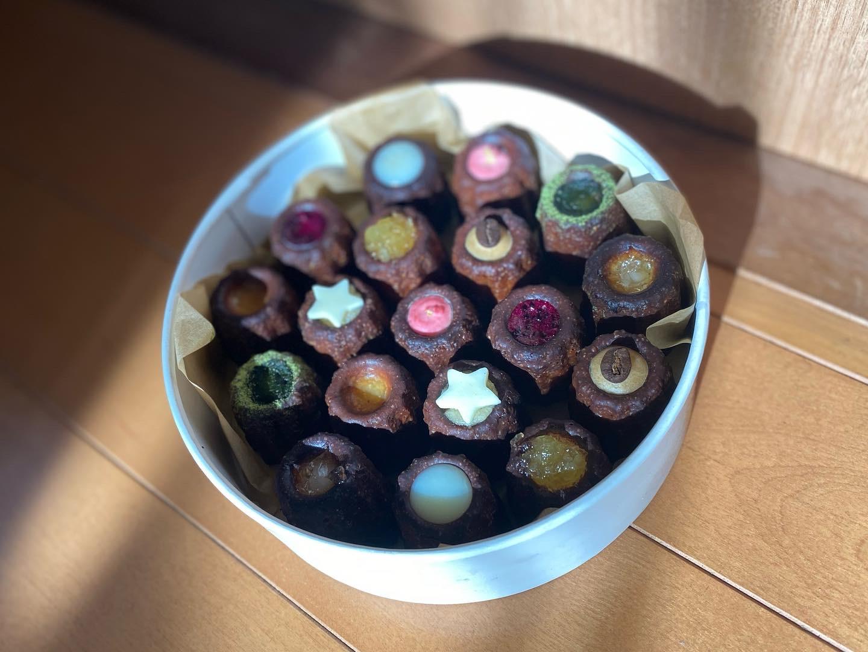 沖縄ではじめてできた黒糖カヌレ専門店★ほうき星のカリもちカヌレ_2