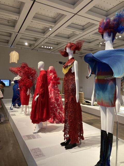 【ファッション イン ジャパン 1945-2020 -流行と社会】_1