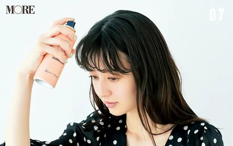 うねりを生かす前髪アレンジ「ゆるカールバング」【7】スプレーでホールド