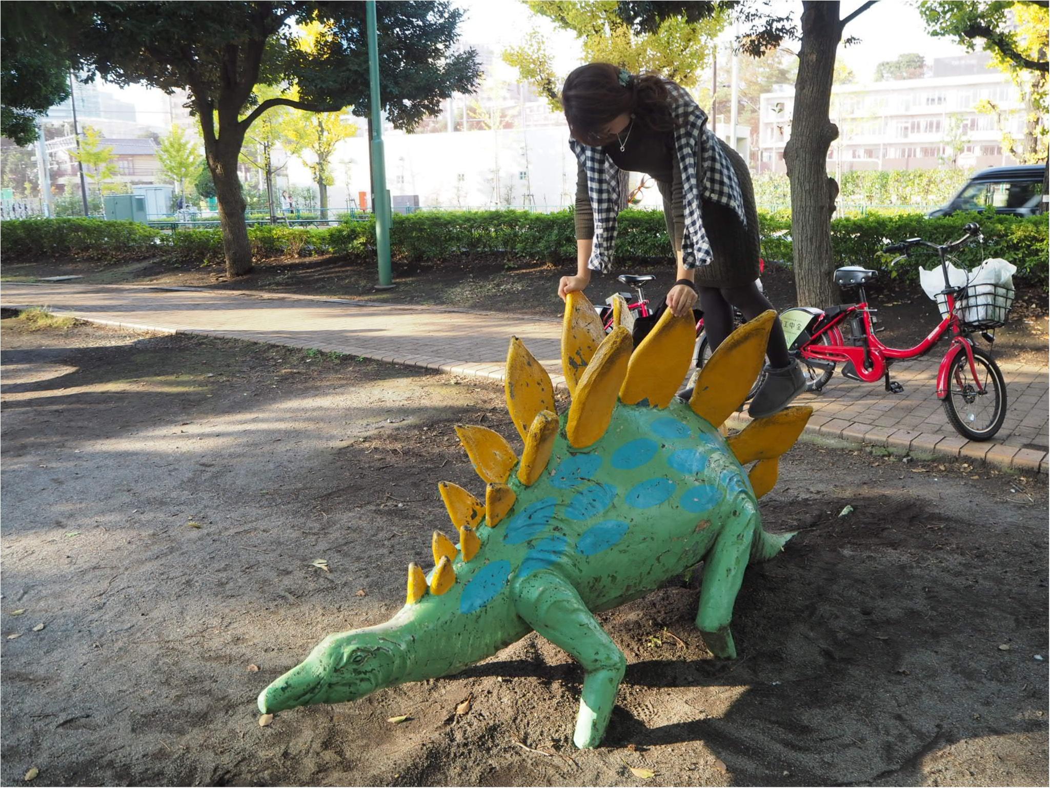 ≪あ!MORE12月号の付録が目の前に?≫恐竜たちと一緒にワントーンコーデに足元はUGGブーツで冬支度♪_2