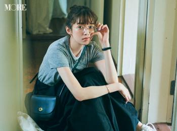【今日のコーデ】<佐藤栞里>メガネにTシャツにスニーカー☆全身モノトーンで大人顔に