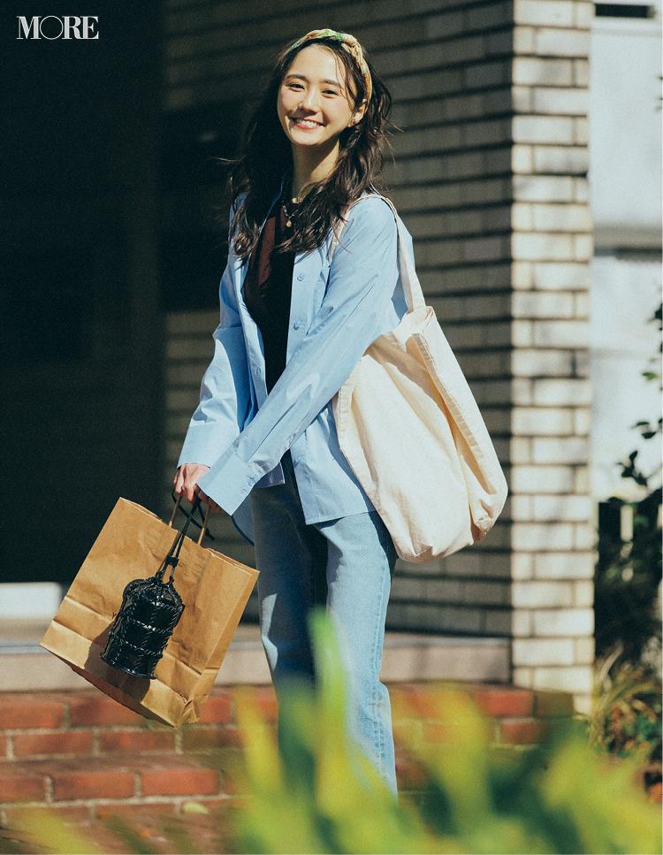 ブルーのロングシャツとデニムのGUコーデの鈴木友菜