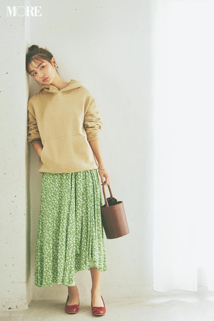 ベージュコーデ特集(20代後半女子向け)- 春におすすめのワンピースやスカート、靴などのコーディネートまとめ_24