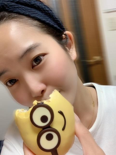 【可愛くて食べれない?!クリスピークリームドーナツのミニオンドーナツ!】_2