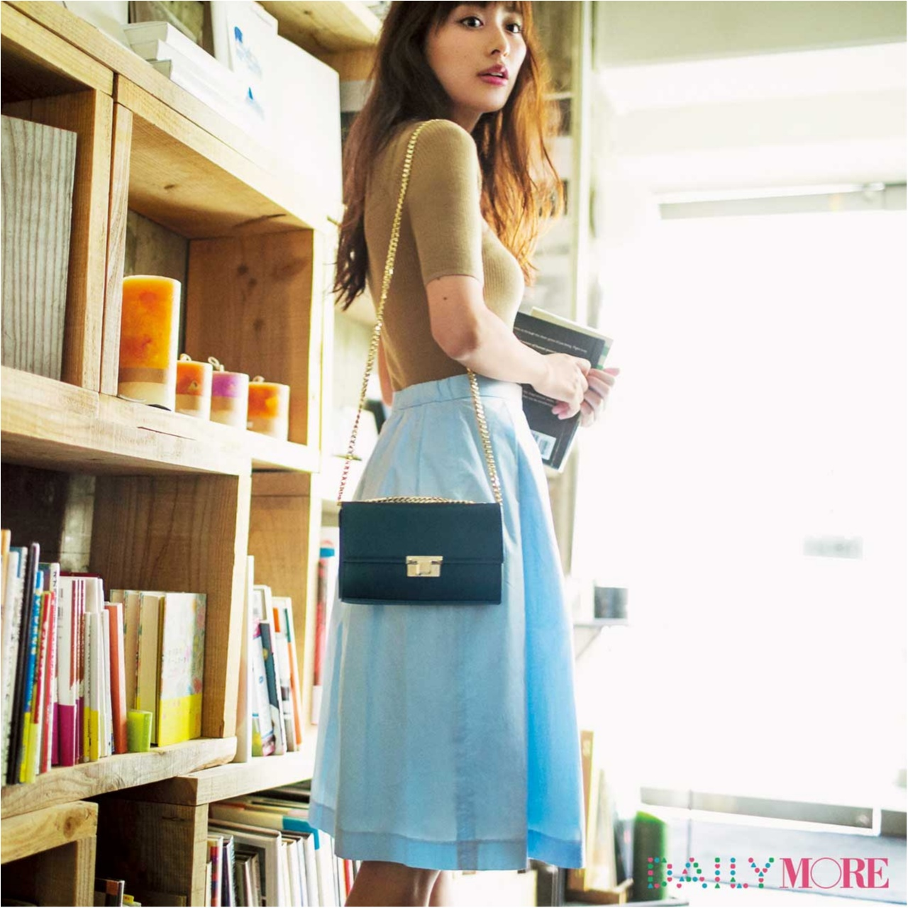 【今日のコーデ/内田理央】デートの約束がある金曜日はきれい色スカートに決まり♡_1