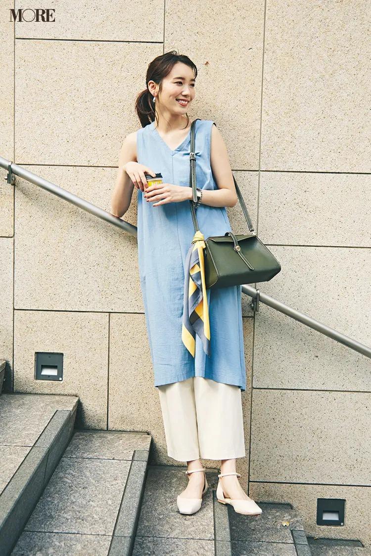 【夏の白パンツコーデ】アイスブルー×オフ白。暑さも吹き飛ぶさわやかな配色で軽やかレイヤード