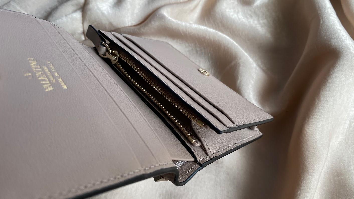 【20代女子の愛用財布】Valentino(ヴァレンティノ)はミニサイズでも存在感抜群♥キャッシュレス決済や歴代の財布も紹介_4