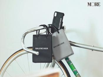 『バレンシアガ』のバッグがあれば、私たちは身軽に、どこへだって行けるんだ!
