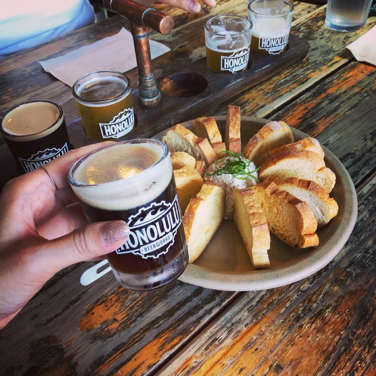 """<ハワイ>ビール好きのモアガール必見!オシャレ壁のあとは、クラフトビールが飲める人気ブルワリー""""ホノルル・ビアワークス""""へ!♡_7"""