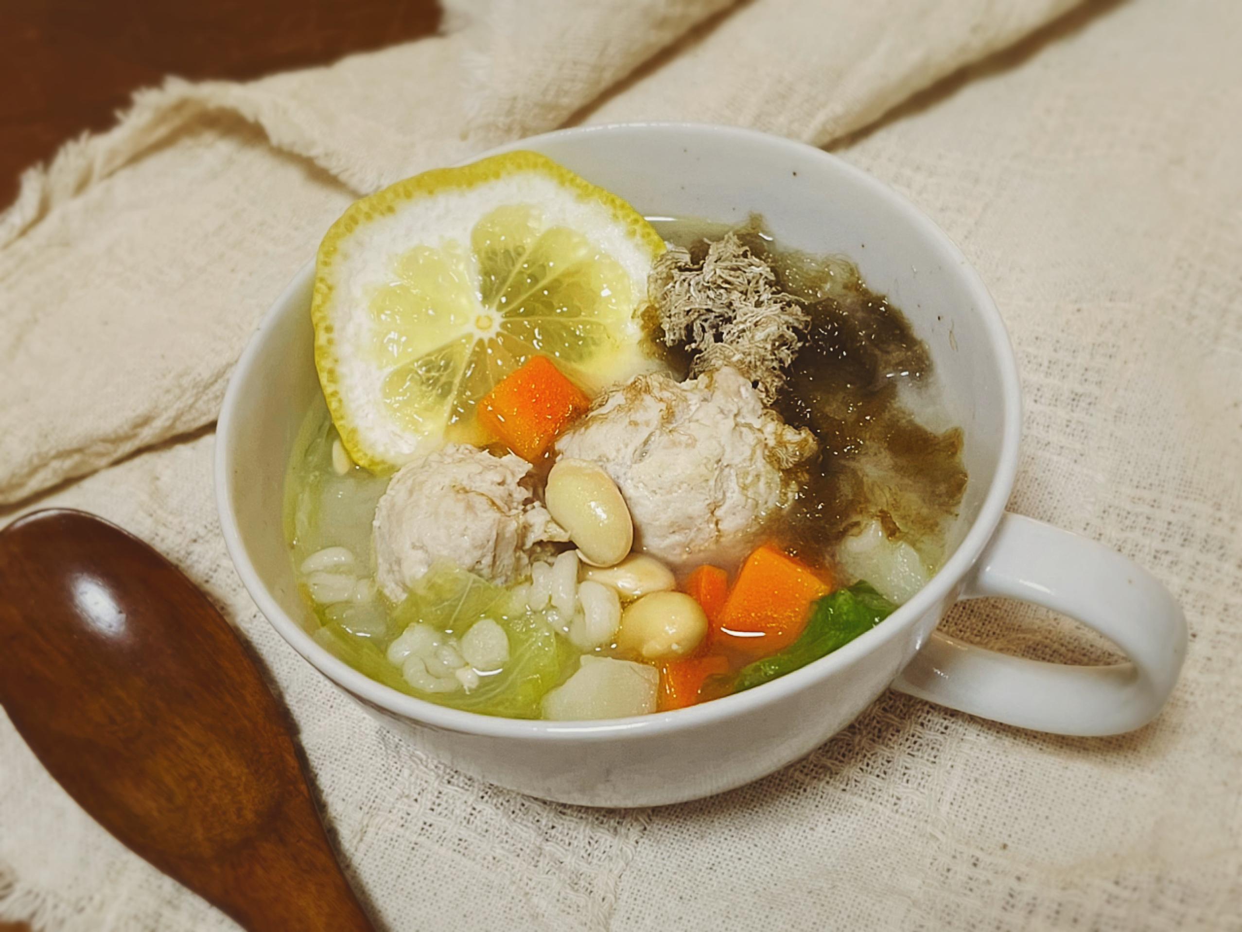 【肌復活!!美容食レシピ〜鶏だんごともち麦の塩レモンスープ〜】_1