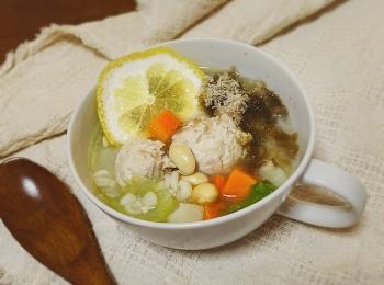 【肌復活!!美容食レシピ〜鶏だんごともち麦の塩レモンスープ〜】