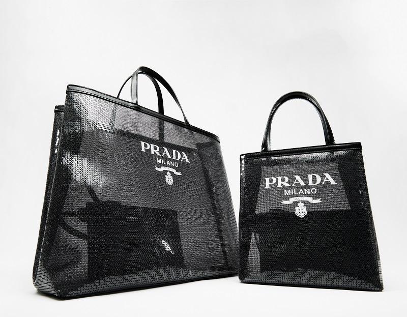 プラダのバッグ。横浜のポップアップで発売される黒いスクエアデザイン
