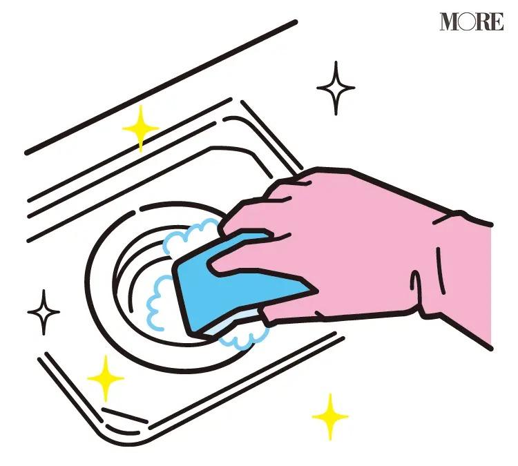風水の開運掃除法で排水口の掃除をする人の手元