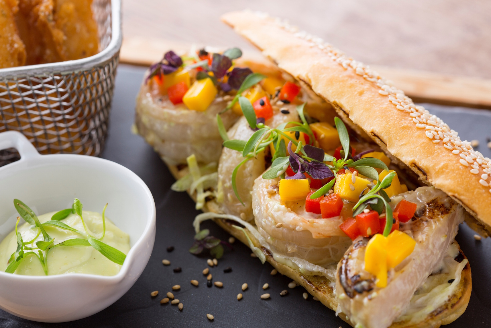 『ヒルトン東京』で、贅沢サンドイッチのランチはいかが?_1