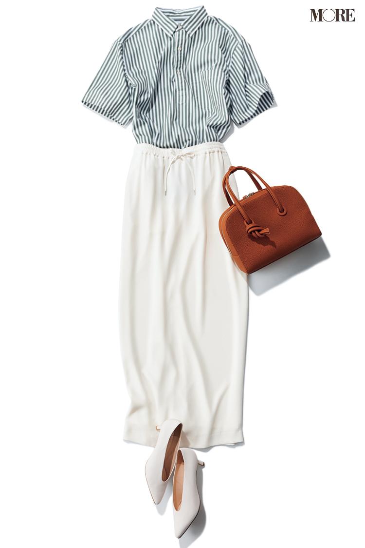ストライプシャツ×白タイトスカートのコーデ