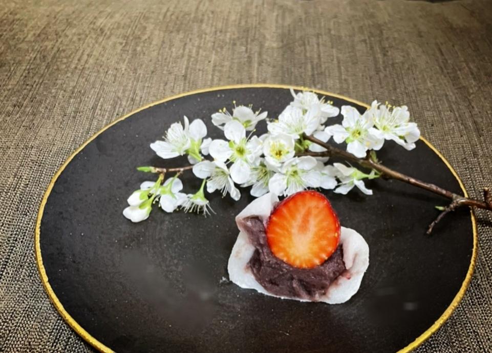 【おすすめいちごスイーツ】老舗゛紀の国屋゛の《いちご大福》と《桜餅》で春を味わう:*_3