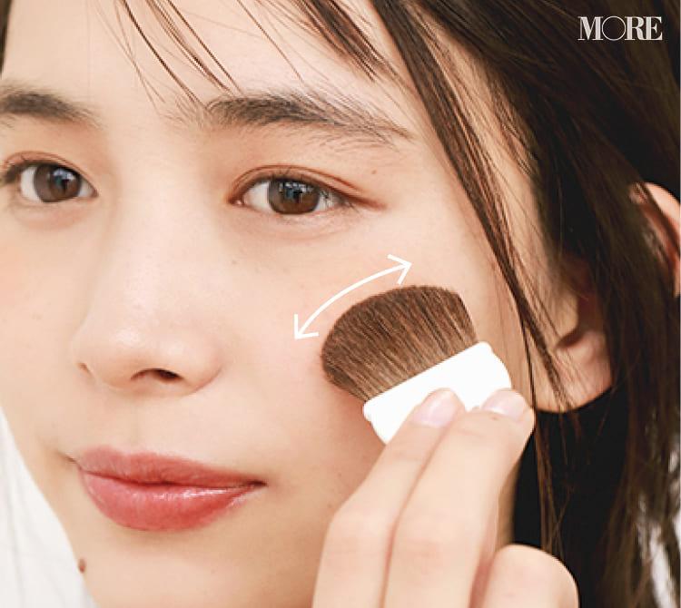チークの入れ方【2020最新】- 顔型別の塗り方、リップと合わせる春の旬顔メイク方法まとめ_23
