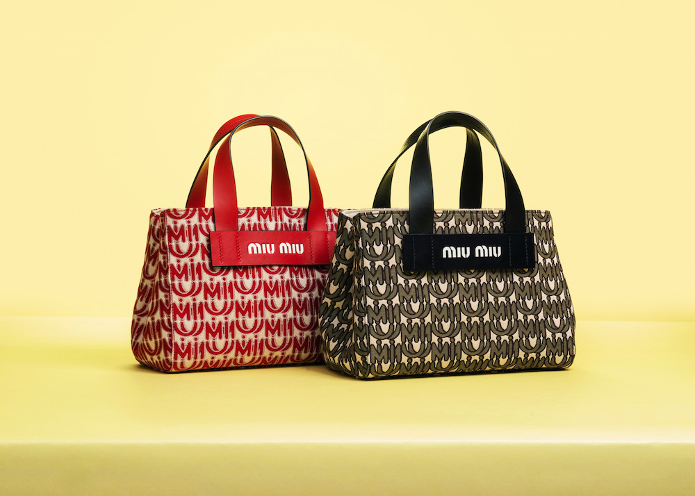 『ミュウミュウ』から日本限定のトートバッグが登場♡ フラワーブーケ柄と新ロゴ、どっちも気になる!_2