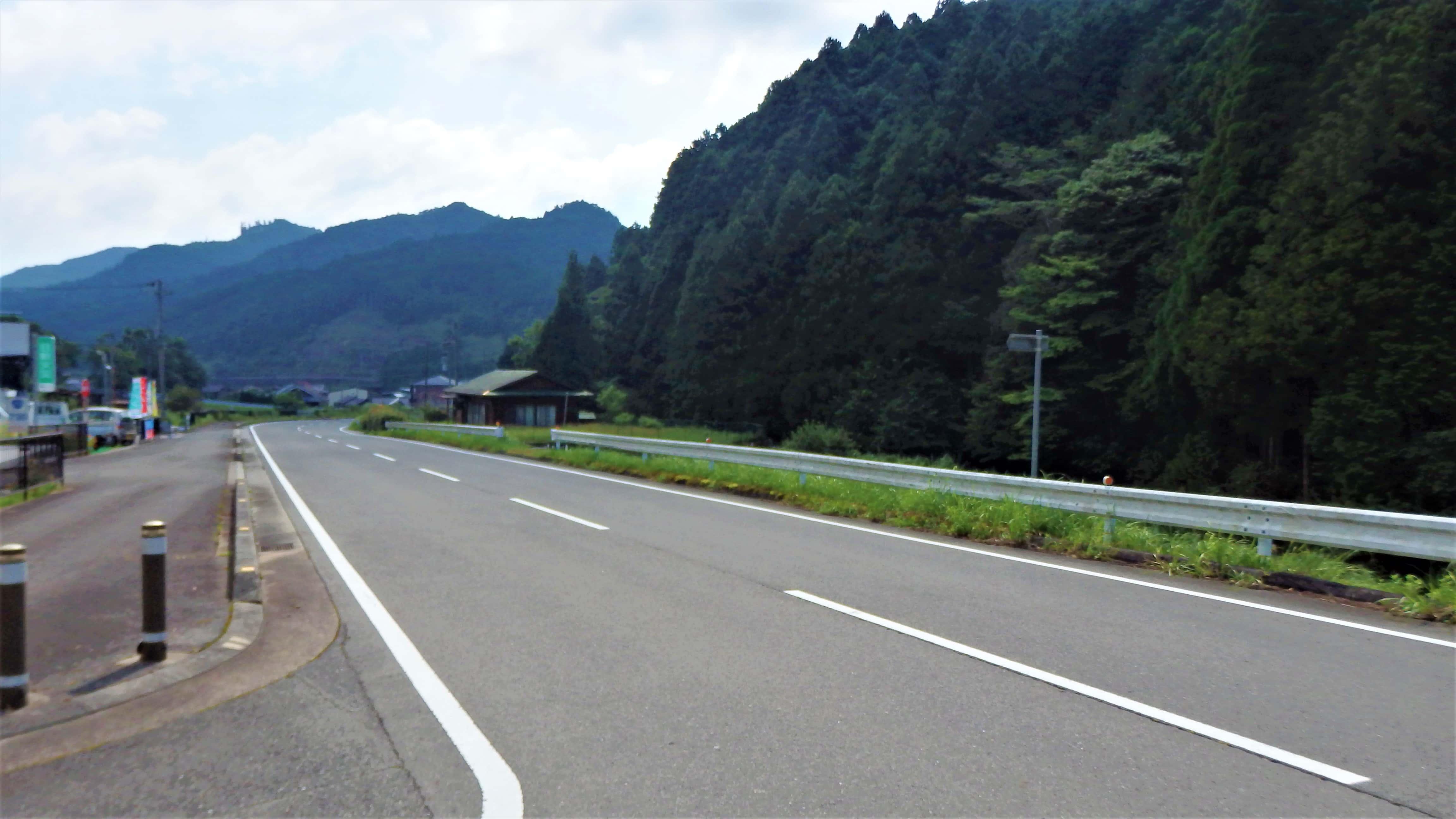 惚れ惚れするくらい道路がキレイな御杖村の写真
