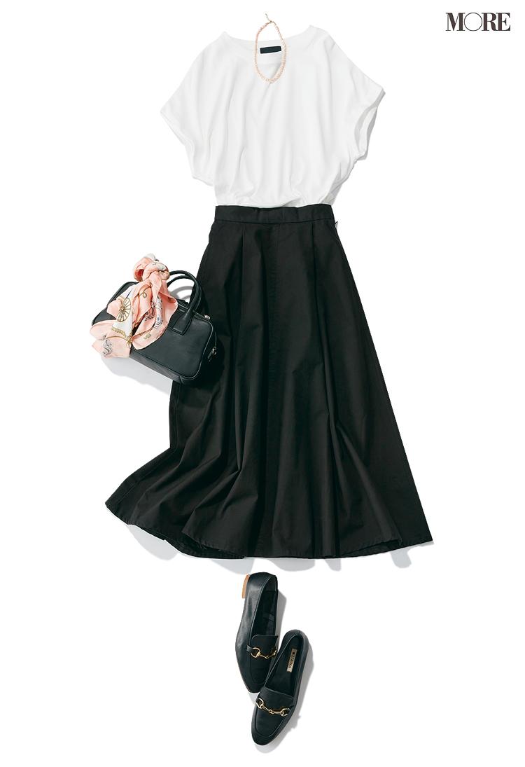 白Tシャツ××黒フレアスカートのコーデ