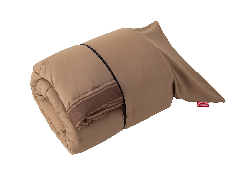 『コールマン』スタッフがおすすめする、秋のキャンプグッズ「アドベンチャークッションバッグ /C0」がたたまれているときの状態