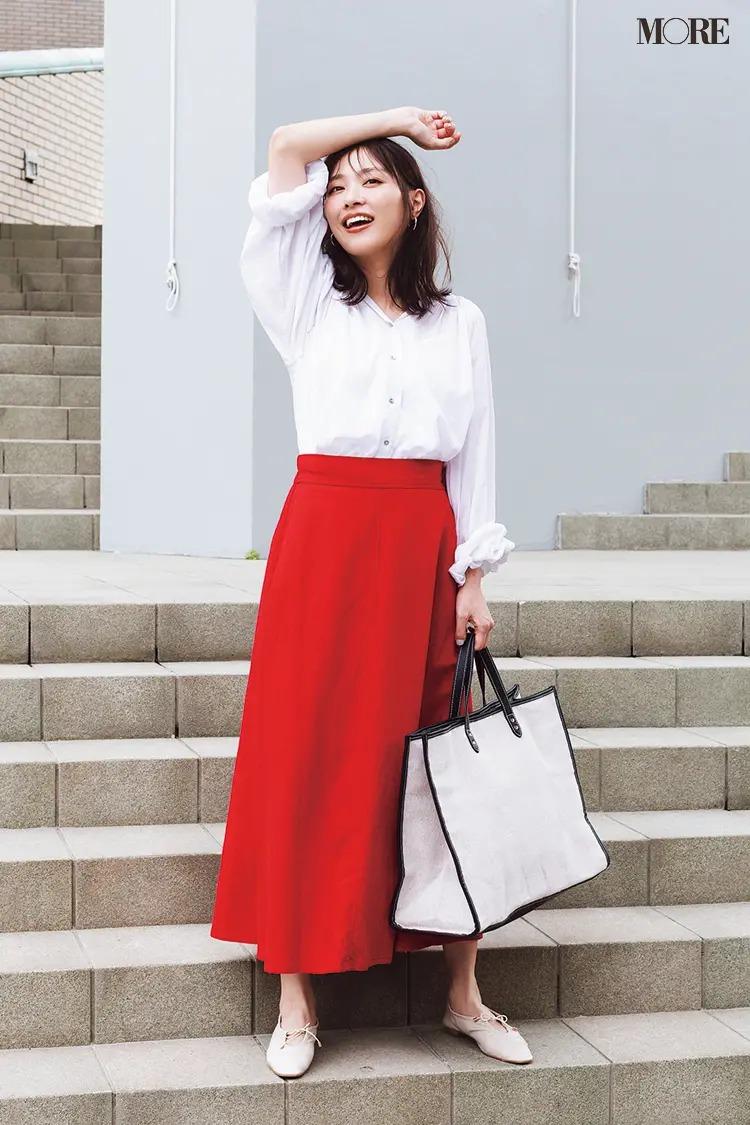 【夏のぺたんこ靴コーデ】清潔感あふれる白と赤の配色で、好感度上がりまくりっ♪
