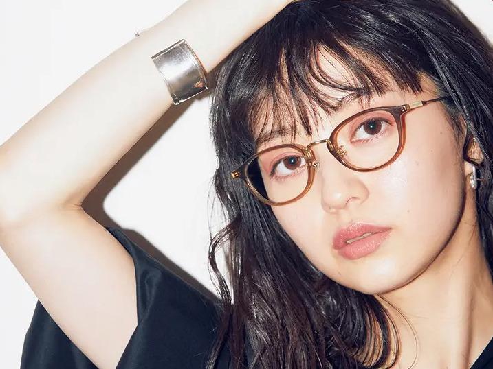 おしゃれなメガネの法則【2020年版】女性のためのメガネの選び方・かけ方・季節のコーディネート特集