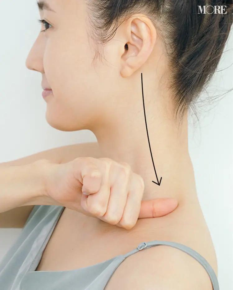 胸鎖乳突筋のラインにそって押し流す
