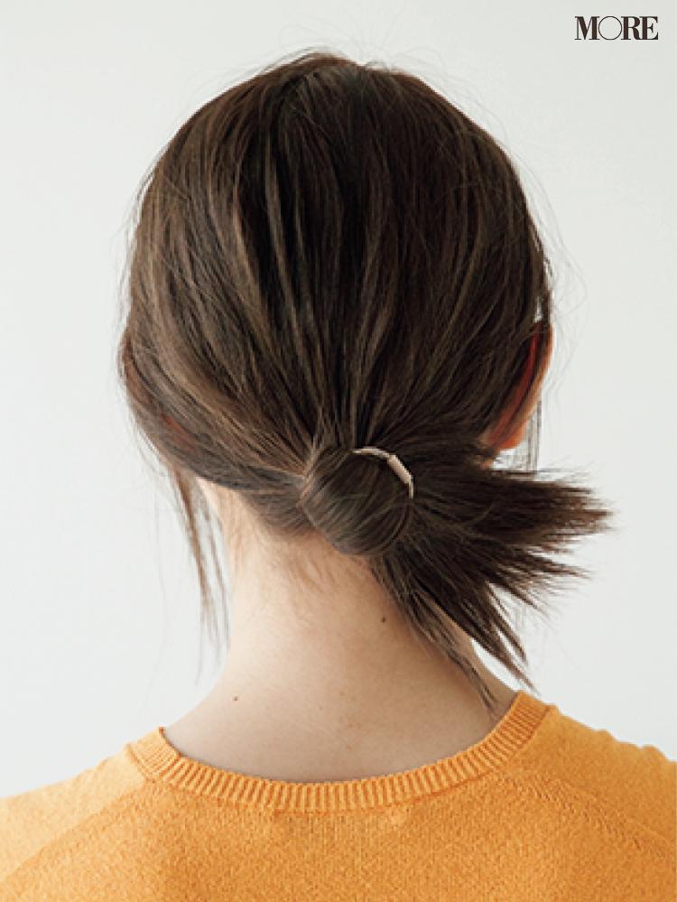 梅雨の低めおだんごヘアアレンジで輪っか状に結んだ髪型