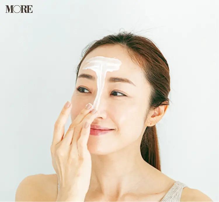 顔のTゾーンを洗う神崎恵