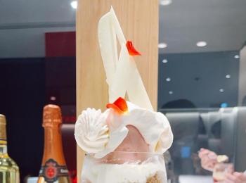 芸術的な美味さのパフェ。アトリエコータの桃パフェが罪深い美味しさ…