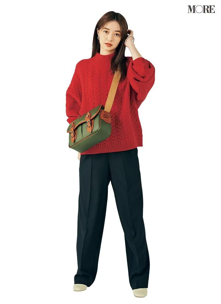 【2020-2021冬コーデ】真っ赤なざっくりニット×ネイビーパンツ