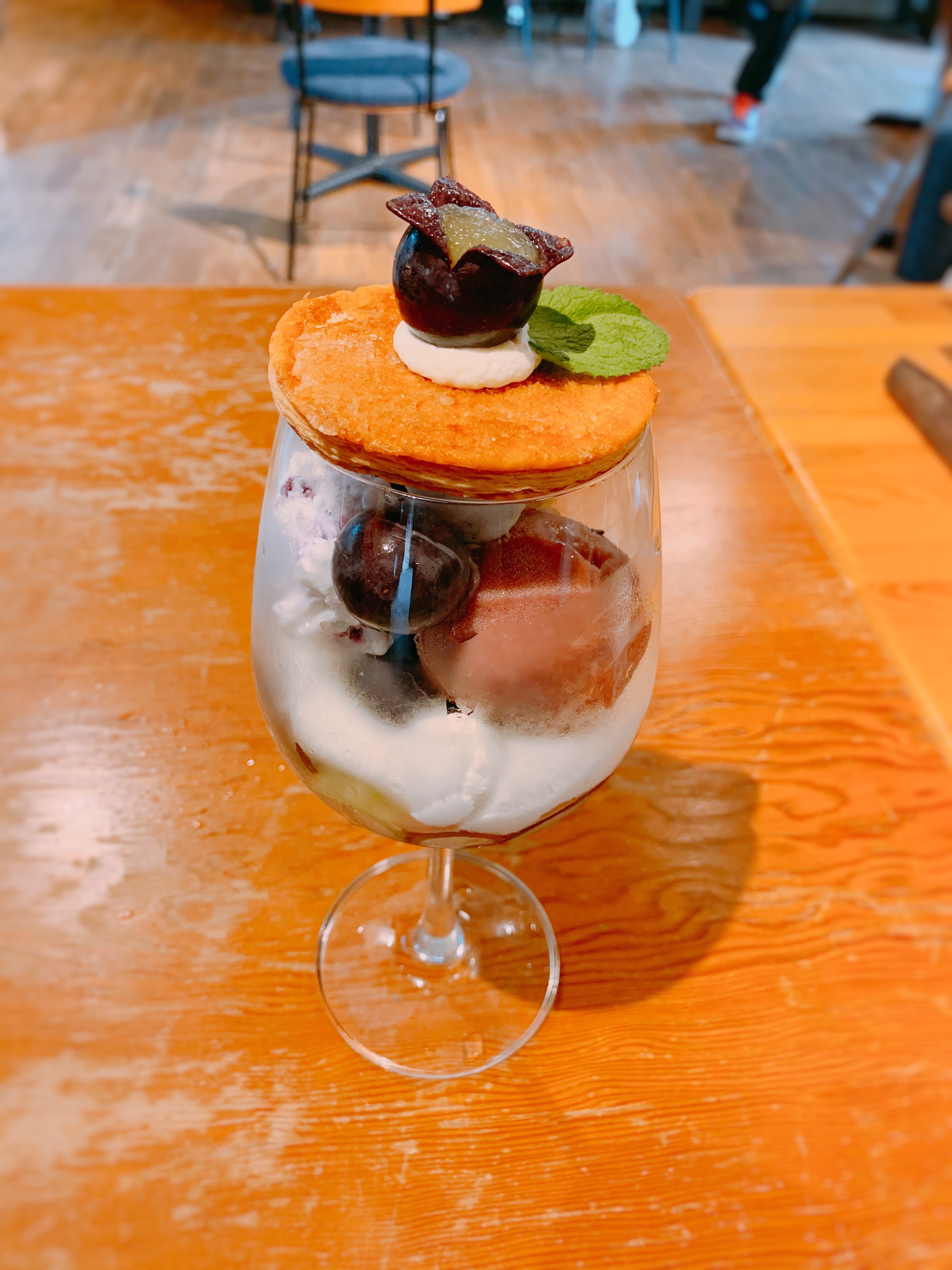 【おすすめカフェ】旬の《桃がまるごと&葡萄がたっぷり》詰まったジューシーなパフェ♡_7