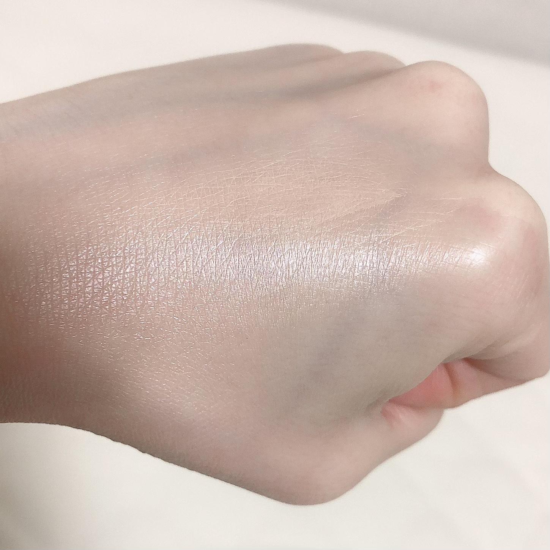 ハイライトを塗った手の甲