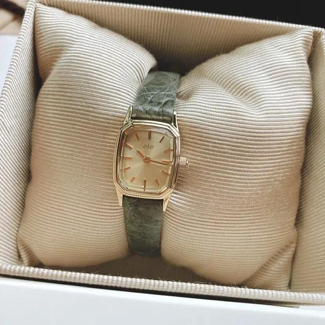 『ete』の腕時計