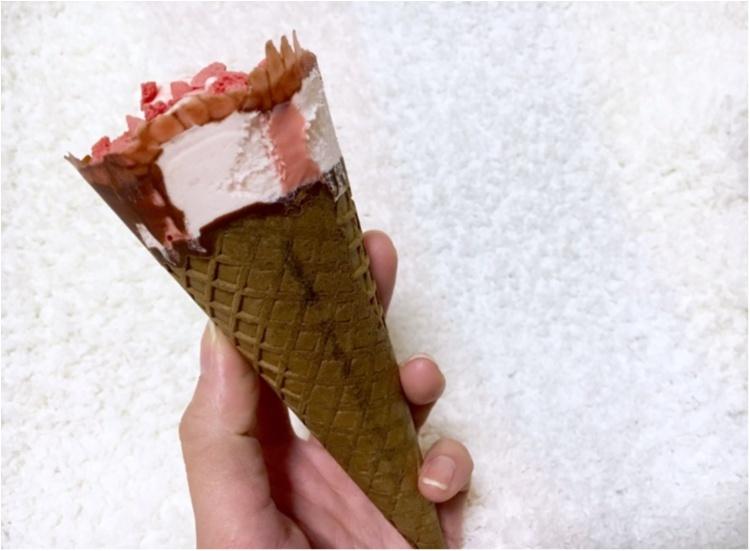 【コンビニアイス】今年も大好きな季節がやってきた❤️《甘酸っぱい苺アイス》がおいしすぎるっ_4