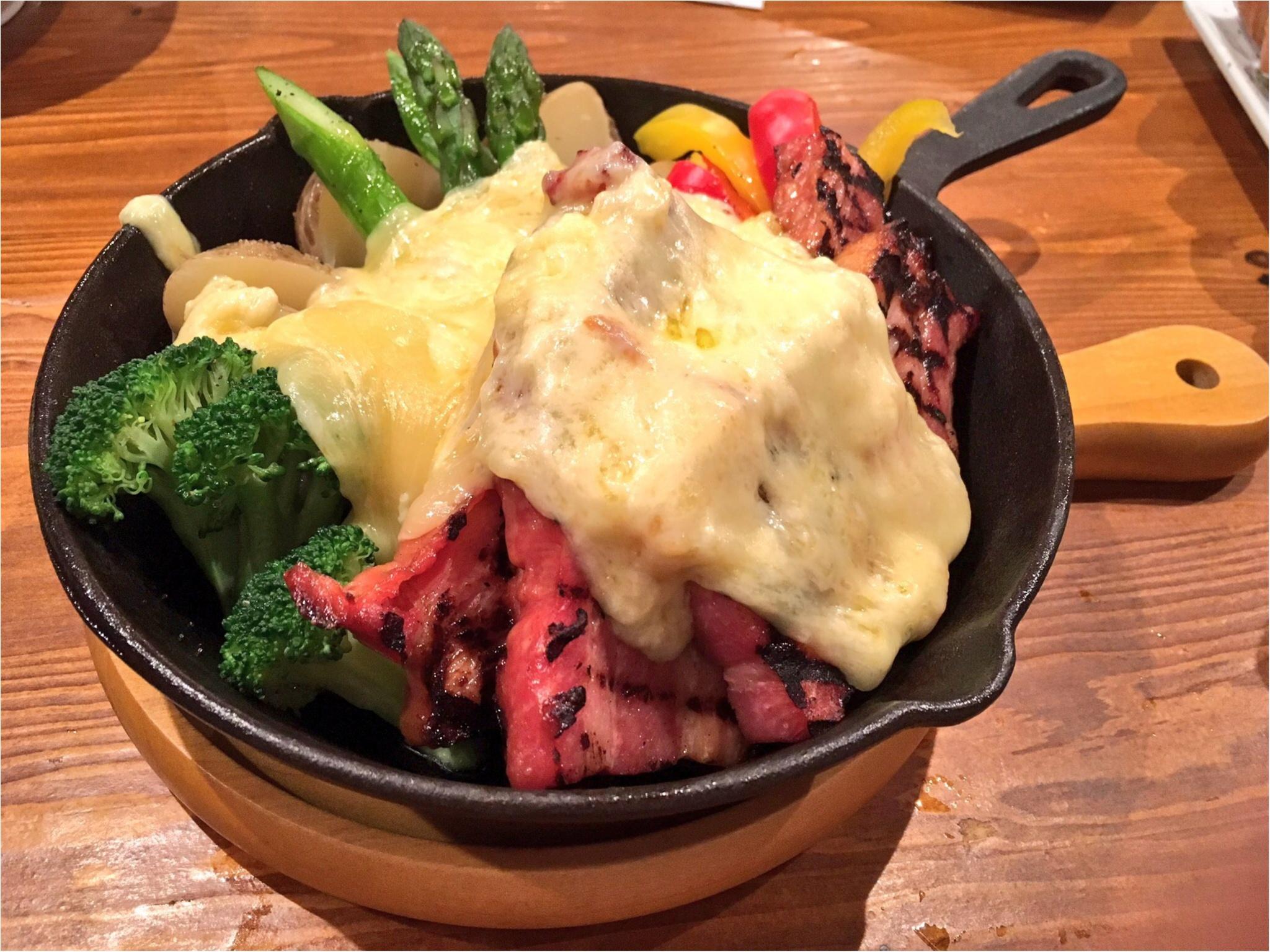 【MORE1月号掲載】渋谷に山小屋!?『CCC渋谷(チーズケーキカフェ)』でチーズとお肉が盛りだくさんの女子会をしてきました♡_5