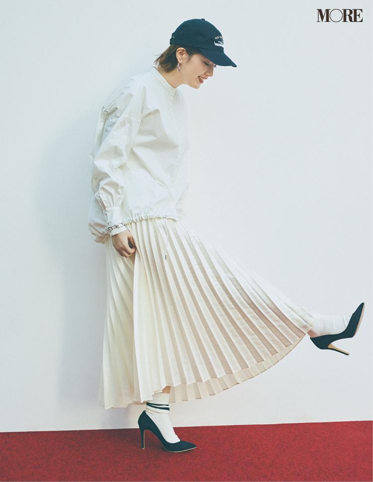 捨てないおしゃれアイテム、プリーツスカートをワントーンで着こなす本田翼