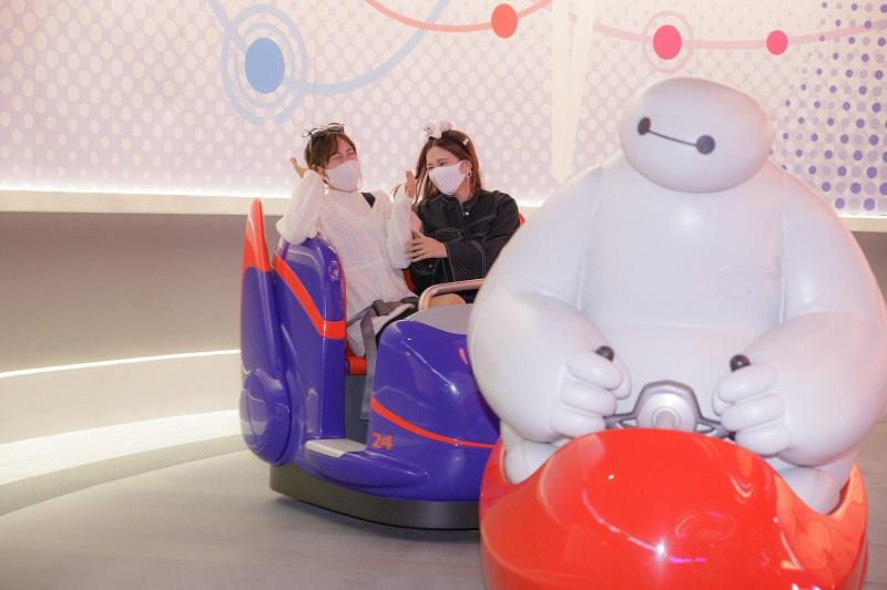 『東京ディズニーランド』の新アトラクション「ベイマックスのハッピーライド」 体験レポ♪ 面白さがハンパじゃない!_5