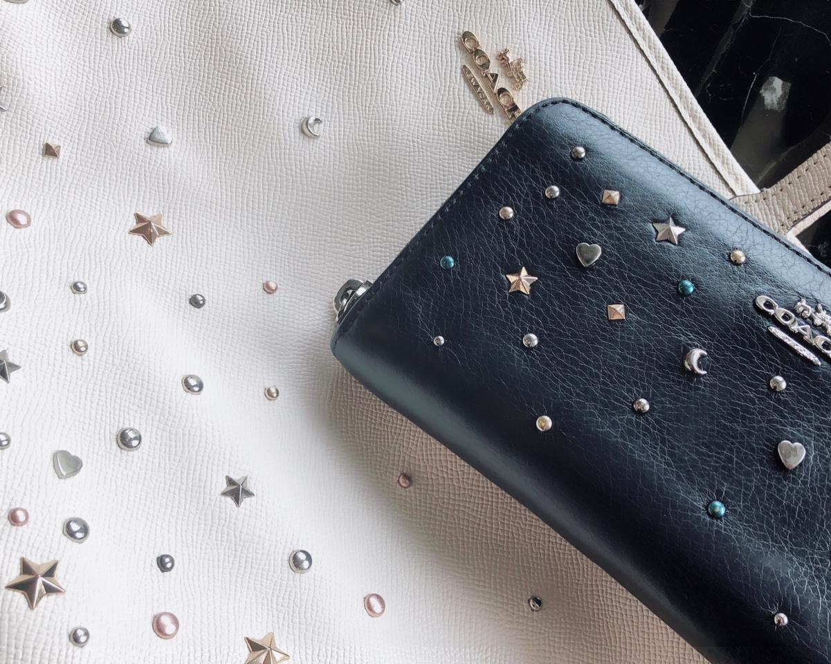 【20代女子の愛用財布】《COACH》派手すぎない星空みたいなキラキラスタッズがお気に入り˚✧₊バッグもお揃いで使用しています♩_2
