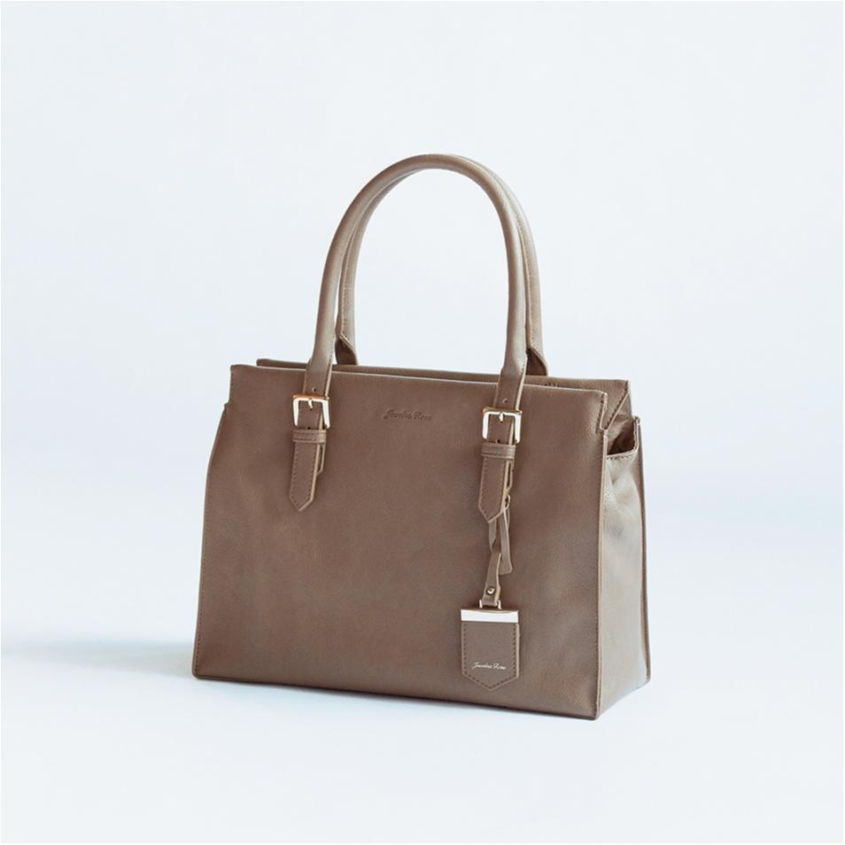 働く女子の「こんなの欲しかった」機能がいっぱい。最強のお仕事バッグ、完成しました!_3
