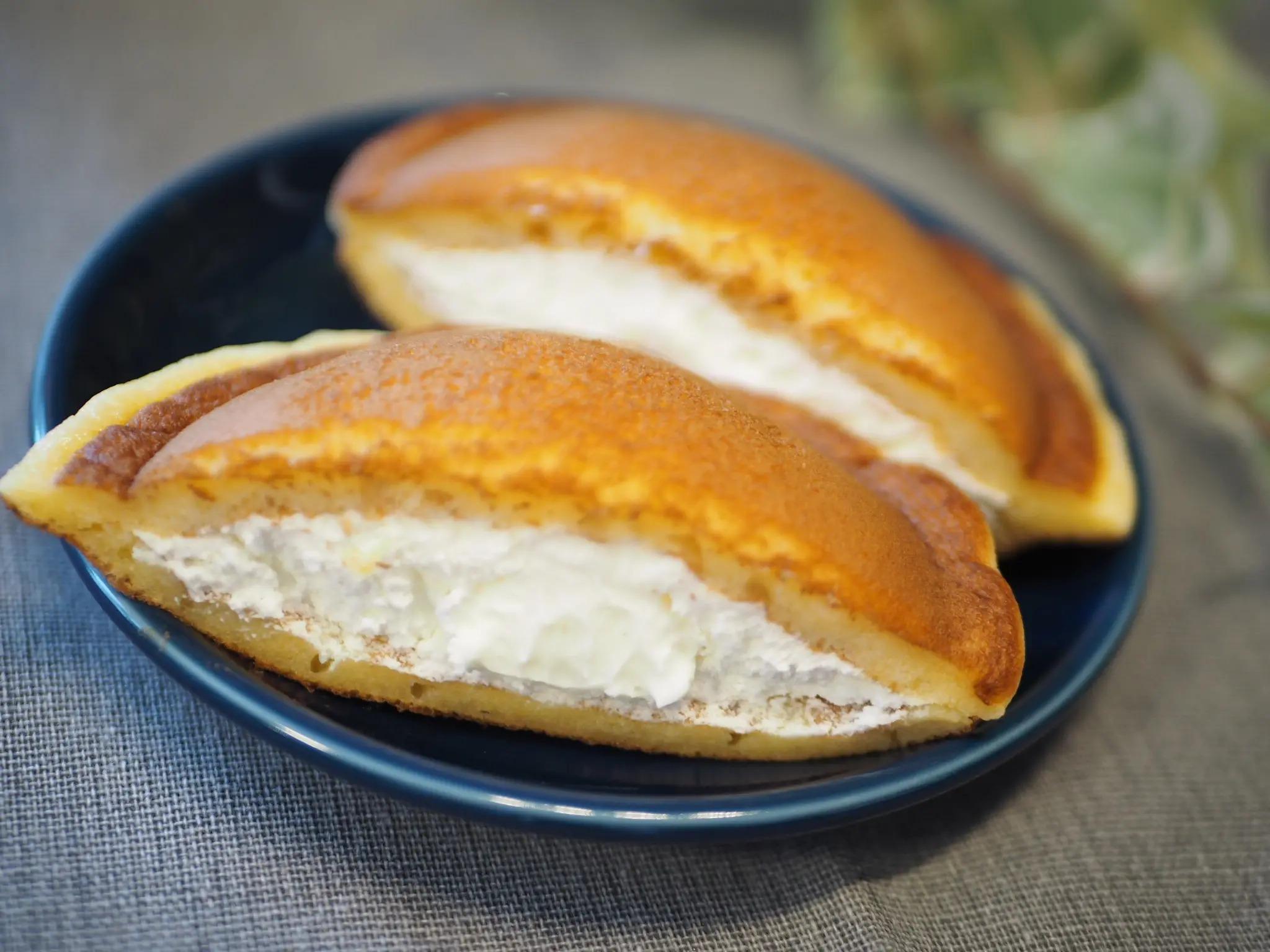 『ローソン』の新作スイーツ「Uchi Café × Milk MILKどらもっち 練乳ソース入り」