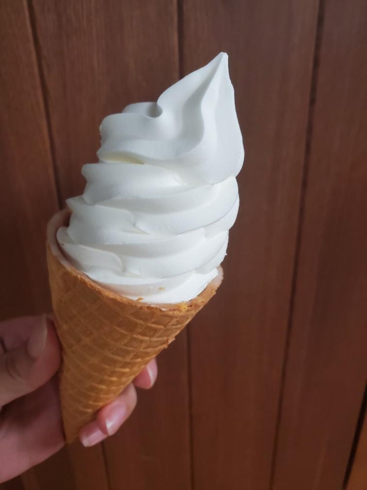 Lawson【コンビニアイス】濃厚ミルクソフトクリーム_3