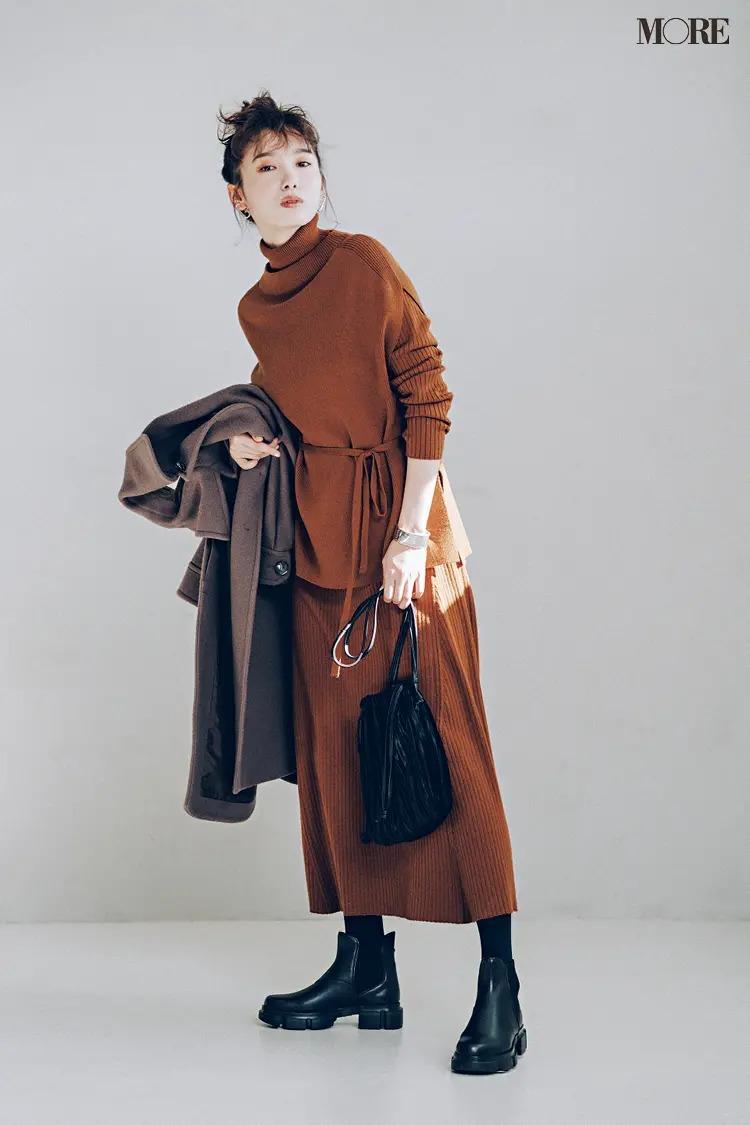 【ニットワンピースコーデ】ワンピと同系色のチェスターコート&黒小物で大人見えを意識して