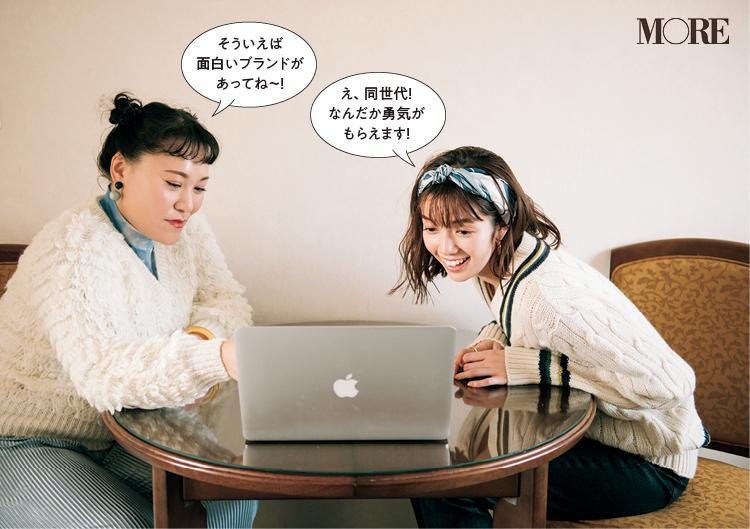 白いニットを着たバービーと佐藤栞里