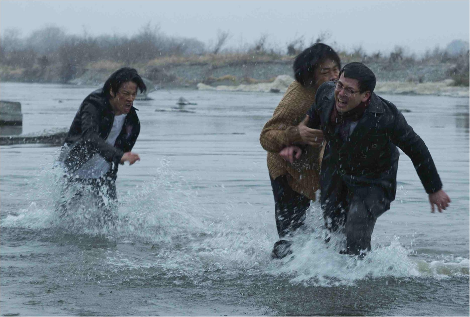 篠田麻里子の悪女ぶりも必見! 大森南朋、鈴木浩介、桐谷健太が3兄弟の愛憎劇に挑む映画『ビジランテ』_1