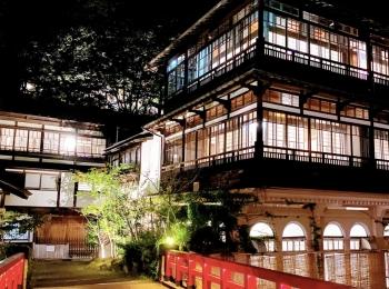 【千と千尋の神隠し モデル地】歴史ある建築と自然に癒される温泉 積善館