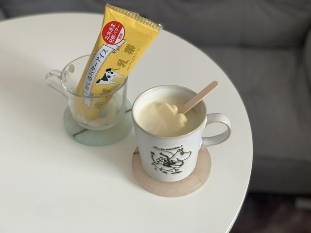 かじるバターアイスをコーヒーに入れてアレンジ♡ウインナーコーヒーのようなまろやかな味に_4